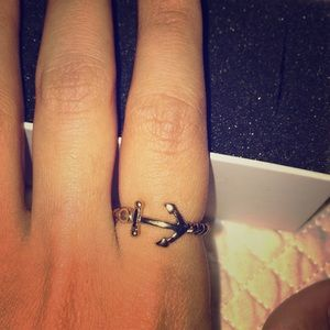 Anchor ring and knotted detail